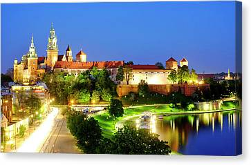 Canvas Print featuring the photograph Wavel Castle by Fabrizio Troiani