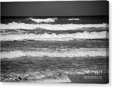 Waves 3 In Bw Canvas Print by Susanne Van Hulst
