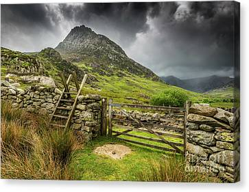 Way To Tryfan Mountain Canvas Print