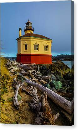 Weatherworn Coquille River Lighthouse Canvas Print by Garry Gay