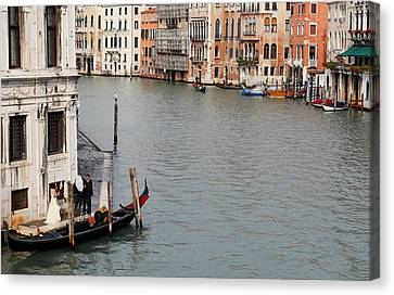 Wedding Shoot On The Grand Canal Canvas Print by Paul Cowan