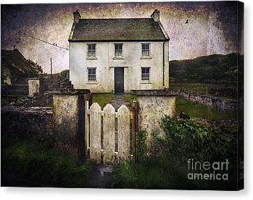 White House Of Aran Island Canvas Print by Craig J Satterlee