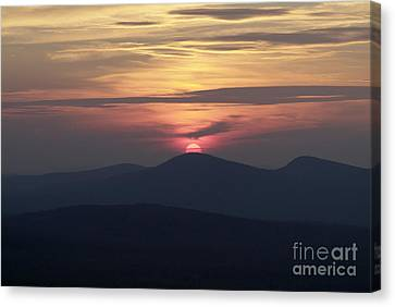 White Mountains Nh - Sunset Canvas Print by Erin Paul Donovan