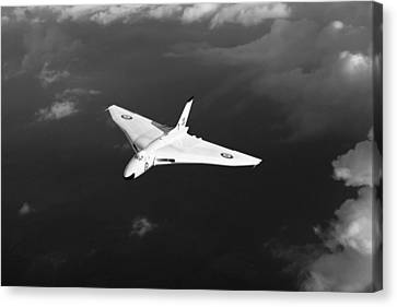 White Vulcan B1 At Altitude Black And White Version Canvas Print by Gary Eason