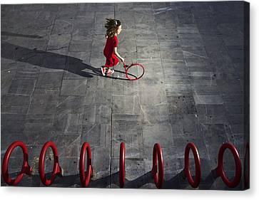 Who Is The Next? Canvas Print by Kike Balenzategui