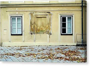 Wiener Wohnhaus Canvas Print