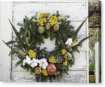 Williamsburg Wreath 09b Canvas Print by Teresa Mucha