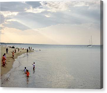 Wilmette Beach Labor Day 2009 Canvas Print