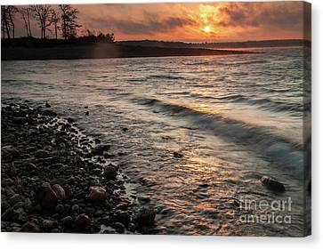 Canvas Print featuring the photograph Winter Morning At The Vetran's Lake by Iris Greenwell