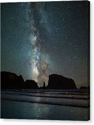 Canvas Print featuring the photograph Wonders Of The Night by Darren White