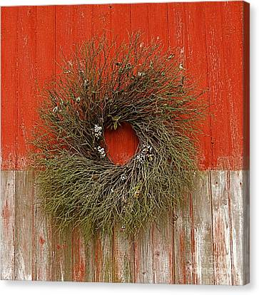 Canvas Print featuring the photograph Wreath On The Barn by Nicola Fiscarelli
