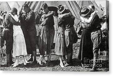 Wwi, Doughboys Kiss Sweethearts Goodbye Canvas Print by Science Source