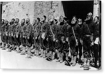 Wwi, U.s. Marines, Gas Mask, 1918 Canvas Print by Science Source
