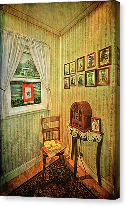 Canvas Print featuring the photograph Wwii Era Room by Lewis Mann