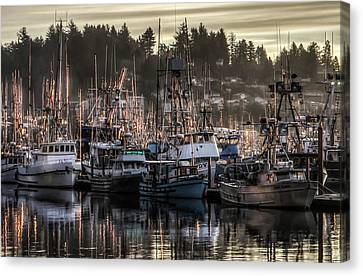 Canvas Print featuring the photograph Yaquina Bay Boat Basin At Dawn by Thom Zehrfeld