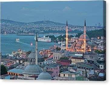 Yeni Camii Canvas Print by Salvator Barki