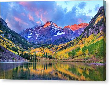 Autumn Colors At Maroon Bells And Lake Canvas Print