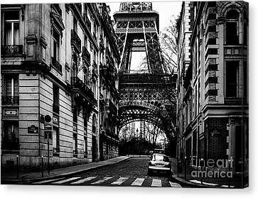 Eiffel Tower - Classic View Canvas Print