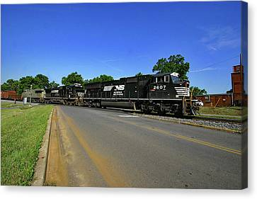 Canvas Print featuring the photograph Norfolk Southern 2607 Color by Joseph C Hinson Photography
