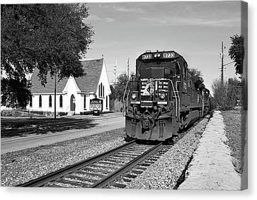 Canvas Print featuring the photograph Ns Ge Dash 9-40 B W 1 by Joseph C Hinson Photography