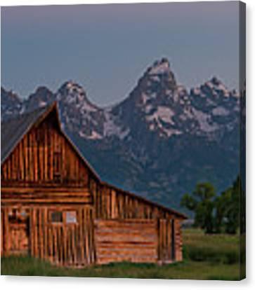 Barn On Mormon Row Canvas Print by Gary Lengyel