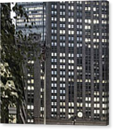 Park Avenue Met Life Nyc Canvas Print by Juergen Held