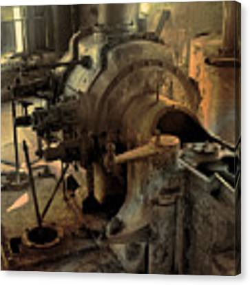 Steam Engine No 4 Canvas Print by Robert G Kernodle