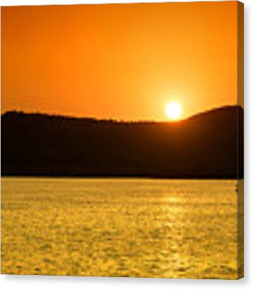 Sunset At Pichola Lake Canvas Print by Yew Kwang