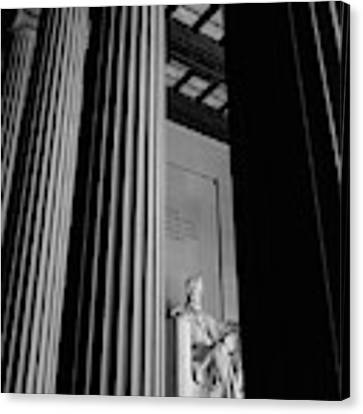 Abraham Lincoln Memorial Washington Dc Canvas Print by Edward Fielding