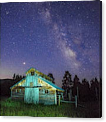 Barn In Rocky 2 Canvas Print by Gary Lengyel
