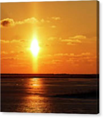 Sun Pillar 01 Canvas Print by Rob Graham