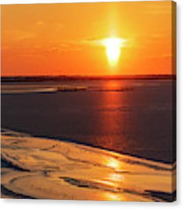 Sun Pillar 03 Canvas Print by Rob Graham