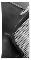 1953 Aston Martin Db2 Vantage Drophead Coupe Grille Emblem Hand Towel