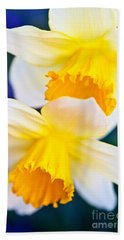 Hand Towel featuring the photograph Daffodils by Roselynne Broussard