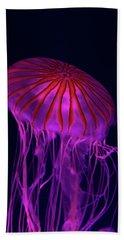 Jellyfish In Aquarium Of Quebec Bath Towel