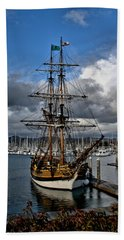 Hand Towel featuring the photograph Lady Washington by Michael Gordon