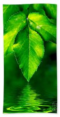 Natural Leaves Background Bath Towel
