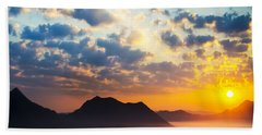 Sea Of Clouds On Sunrise With Ray Lighting Bath Towel