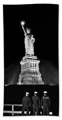 Statue Of Liberty On V-e Day Bath Towel