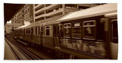 Bath Towel featuring the photograph Chicago Cta by Miguel Winterpacht