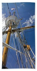 Hand Towel featuring the photograph Elizabeth II Mast Rigging by Greg Reed