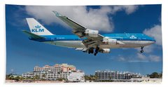 K L M Landing At St. Maarten Bath Towel by David Gleeson