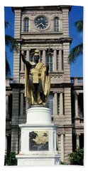 Statue Of King Kamehameha In Front Hand Towel