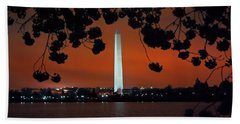 Bath Towel featuring the photograph Washington Monument by Suzanne Stout