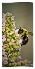 A Bumble Bee Working Bath Towel