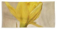 A Simple Daffodil Bath Towel