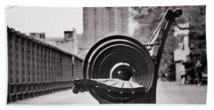 Bench's Circles And Brooklyn Bridge - Brooklyn Heights Promenade - New York City Hand Towel