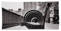 Bench's Circles And Brooklyn Bridge - Brooklyn Heights Promenade - New York City Hand Towel