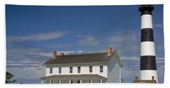 Hand Towel featuring the photograph Bodie Lighthouse Obx by Greg Reed