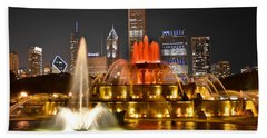 Buckingham Fountain At Night Bath Towel